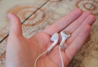 Easy ways to clean earbuds and headphones