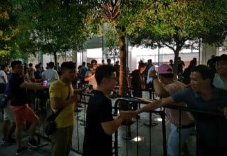 Huawei gifting free power banks to Apple