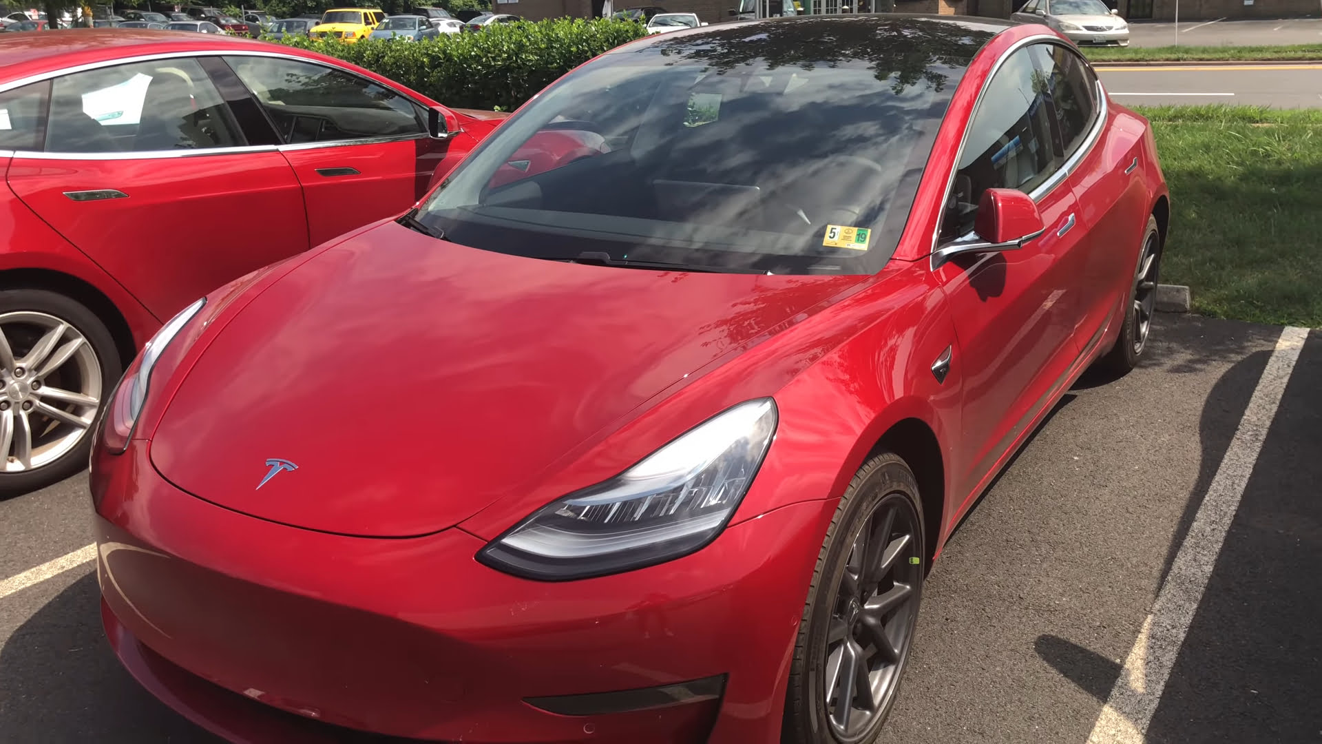 Tesla iconic red in Model 3 will cost more
