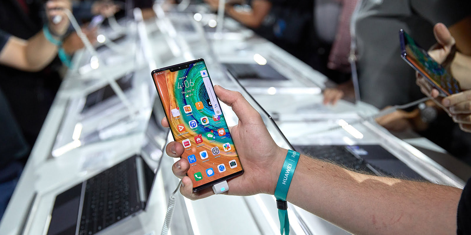 Huawei Mate 30 Pro in hands at Huawei Event