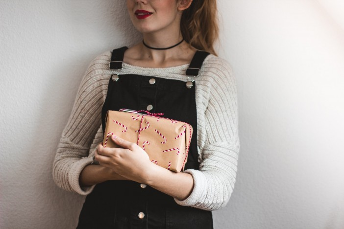 A women holding a gift