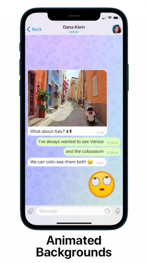 Screenshot of changing Wallpaper during chat in Telegram