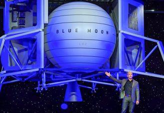Jeff Bezos unveiling its Blue Moon starship